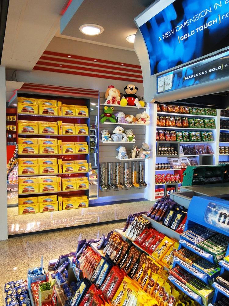 Open 25 hs  local ezeiza terminal c 2011 interior detalles